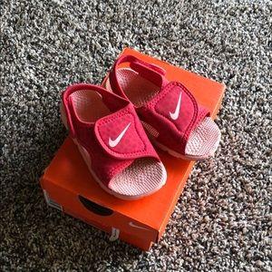 Nike sandals👧